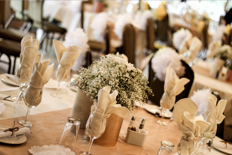 table setting bride wedding decoration blog photography reception flowers